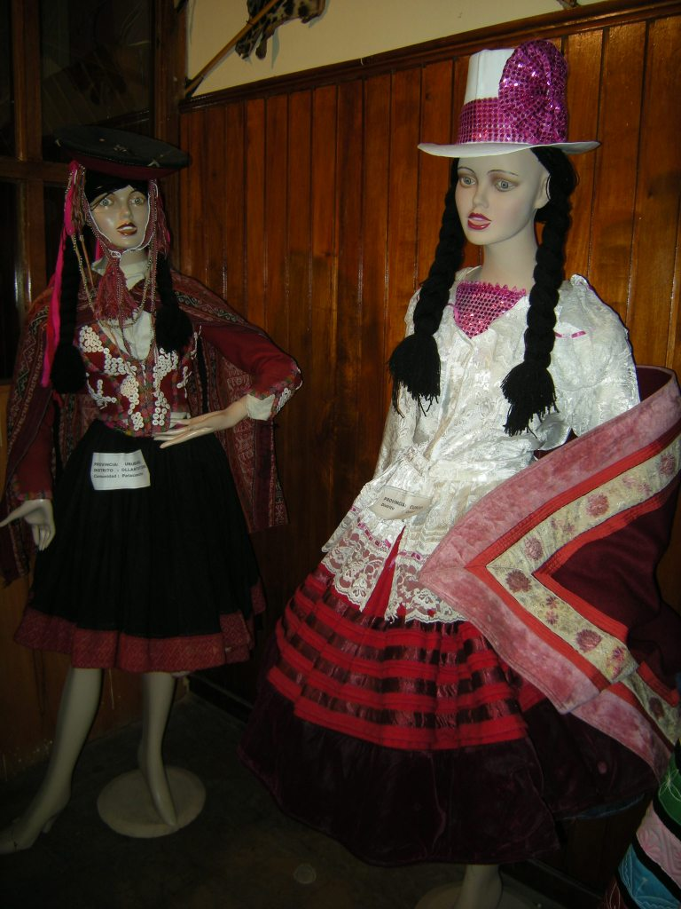 Mannequins in native costumes, the one on the left is from Ollantaytambo