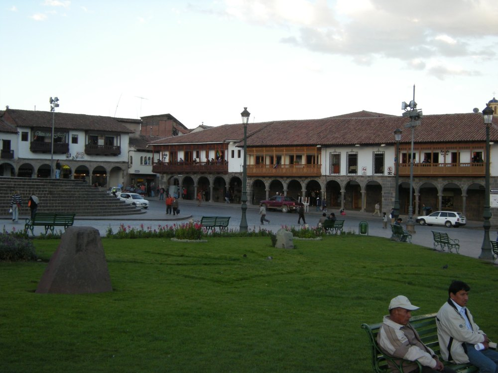 Shops and restaurants that surround the square