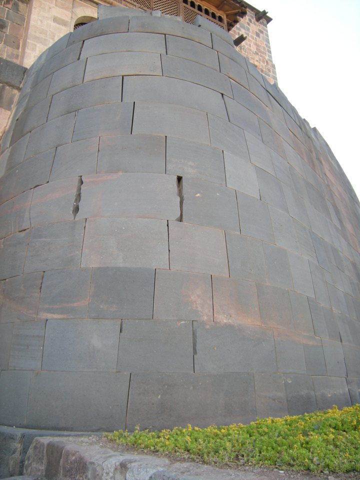 Qoricancha curved outer wall