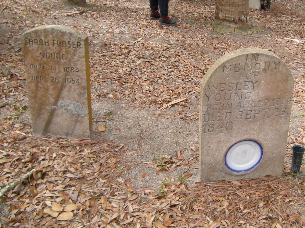 I'm not sure why the plate was inset in this gravestone.