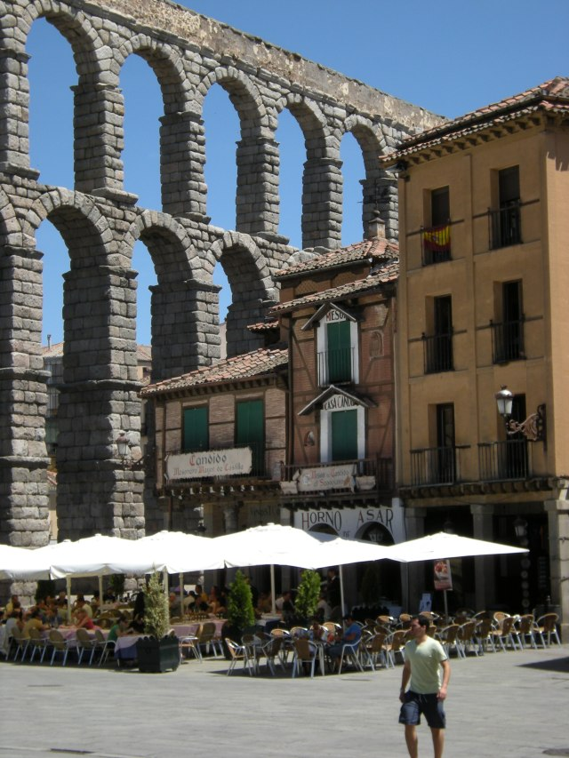 The arched viaduct of Segovia was a functioning method of transporting water into the town, until modern water systems began providing water to the town in the 20th century.