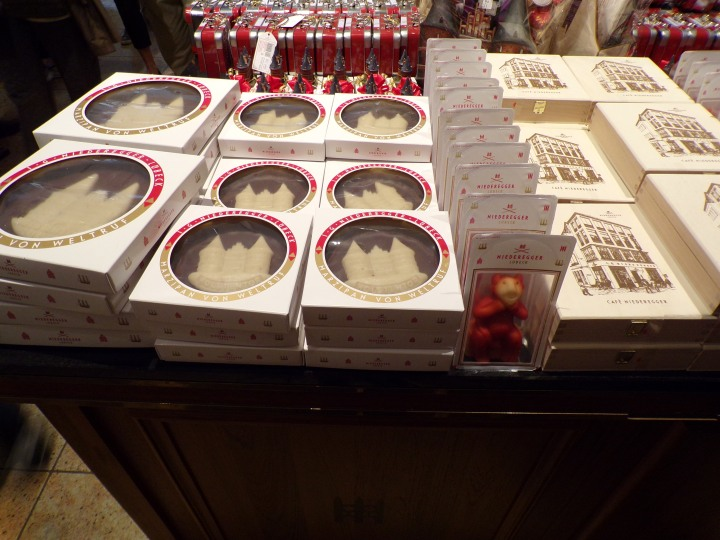 Marzipan gift boxes