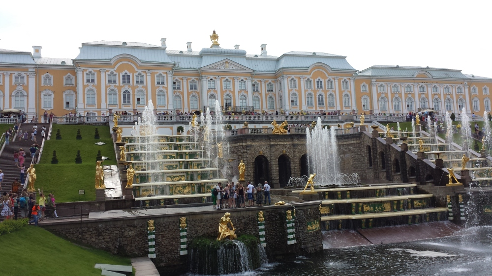The Grand Palace and the Grand Cascade, which consists of 64 fountains and 200 bronze statues.
