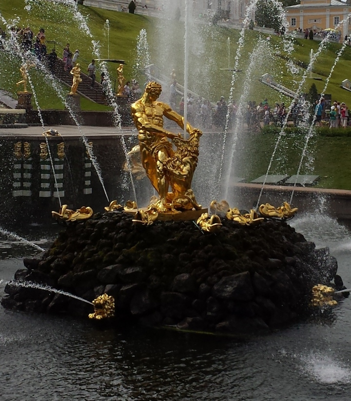 In the center of the Grand Cascade is this bronze statue of Samson wrestling with the lion.