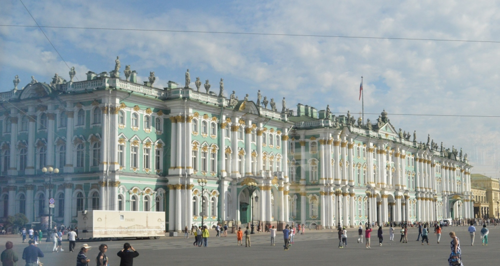 The largest building of the Hermitage Museum is the former Winter Palace of the tsars. It is this building that one first enters the museum.