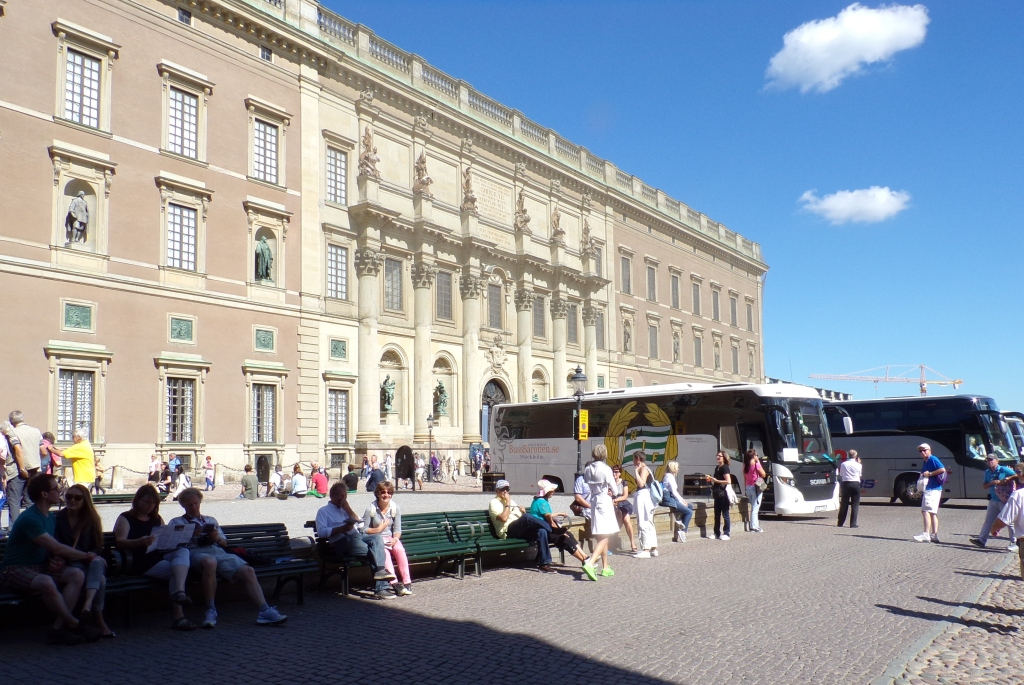 Tour buses alongside the Royal Palace