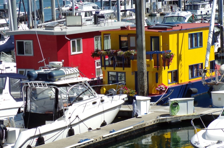 colorful houseboats