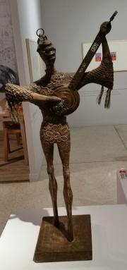 J. Cesar, Arlequim, 1973; madeira, renda e sucata