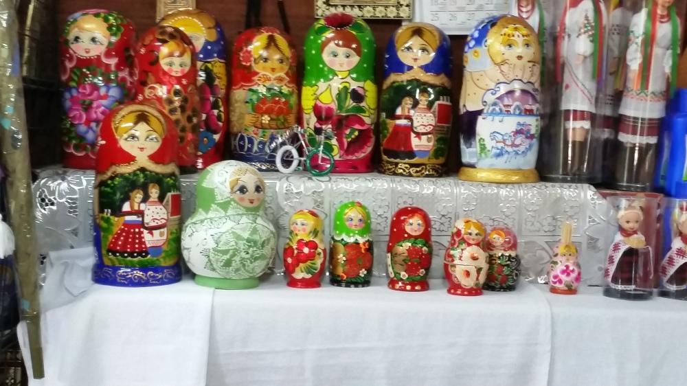 Matruskas (nesting dolls)