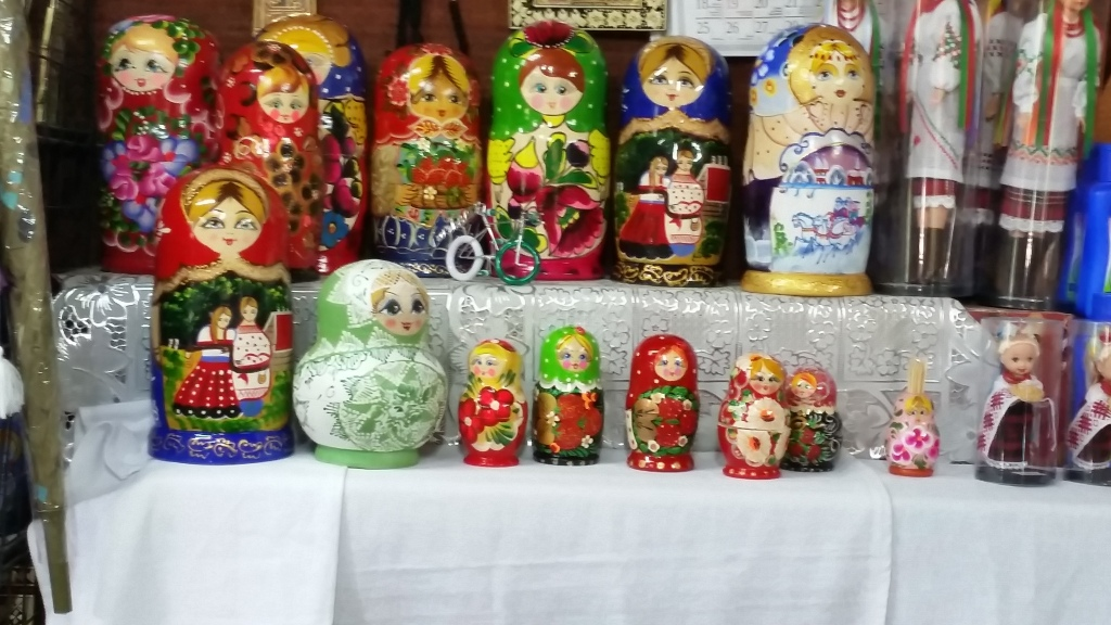 Matruskas (nesting dolls)