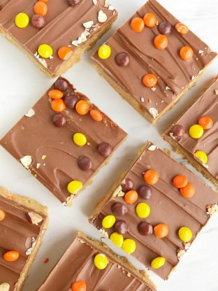 no-bake-reeses-pieces-peanut-butter-bars-1