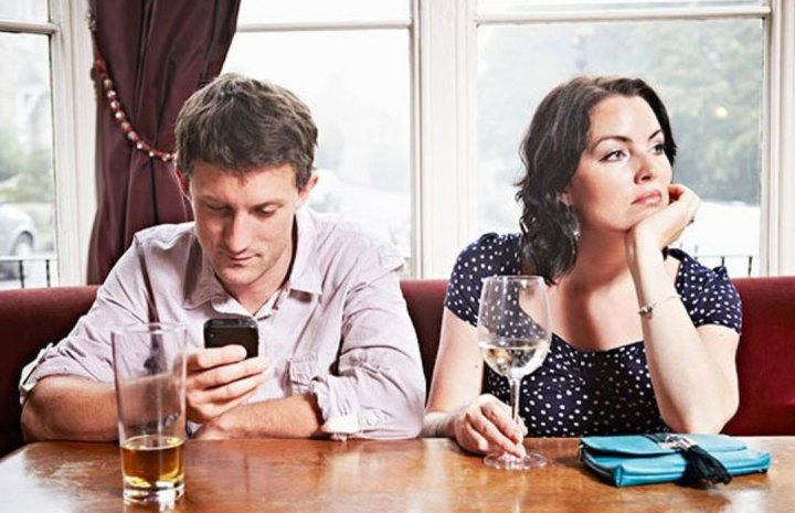 No-Cell-Phones-at-the-dinner-table-cover_uydltv.jpg