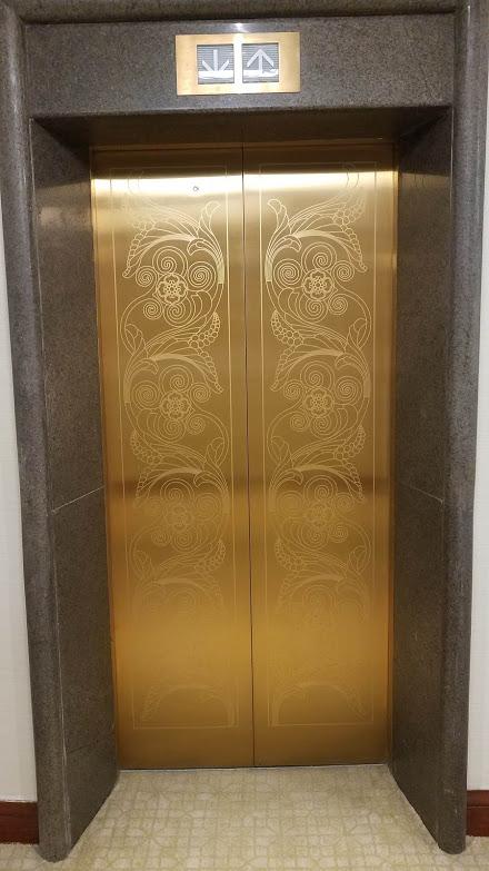 20181225_214654 elevator door at Marriott