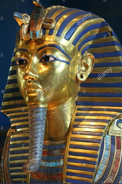 tuttankhamun-death-mask-cairo-museum-egypt-aymk7h1.jpg