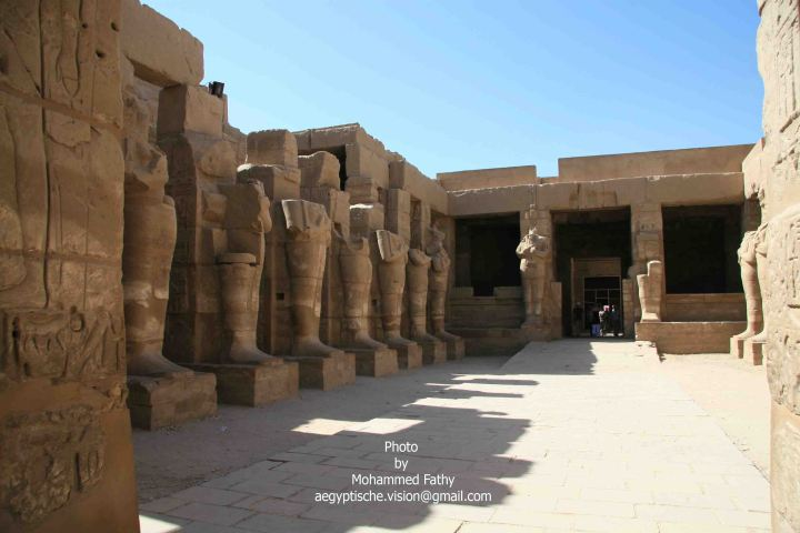 Karnak (304)-Temple of Ramses III with Osirid statues.jpg