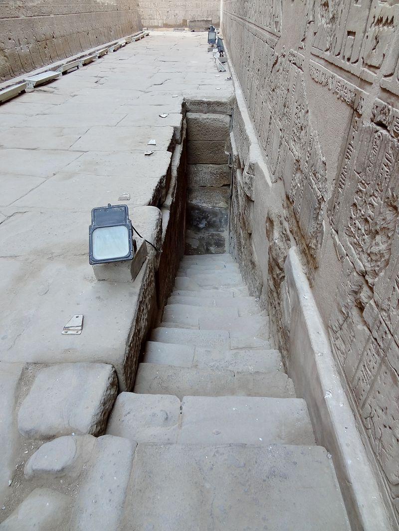 Edfu Temple-nilometer