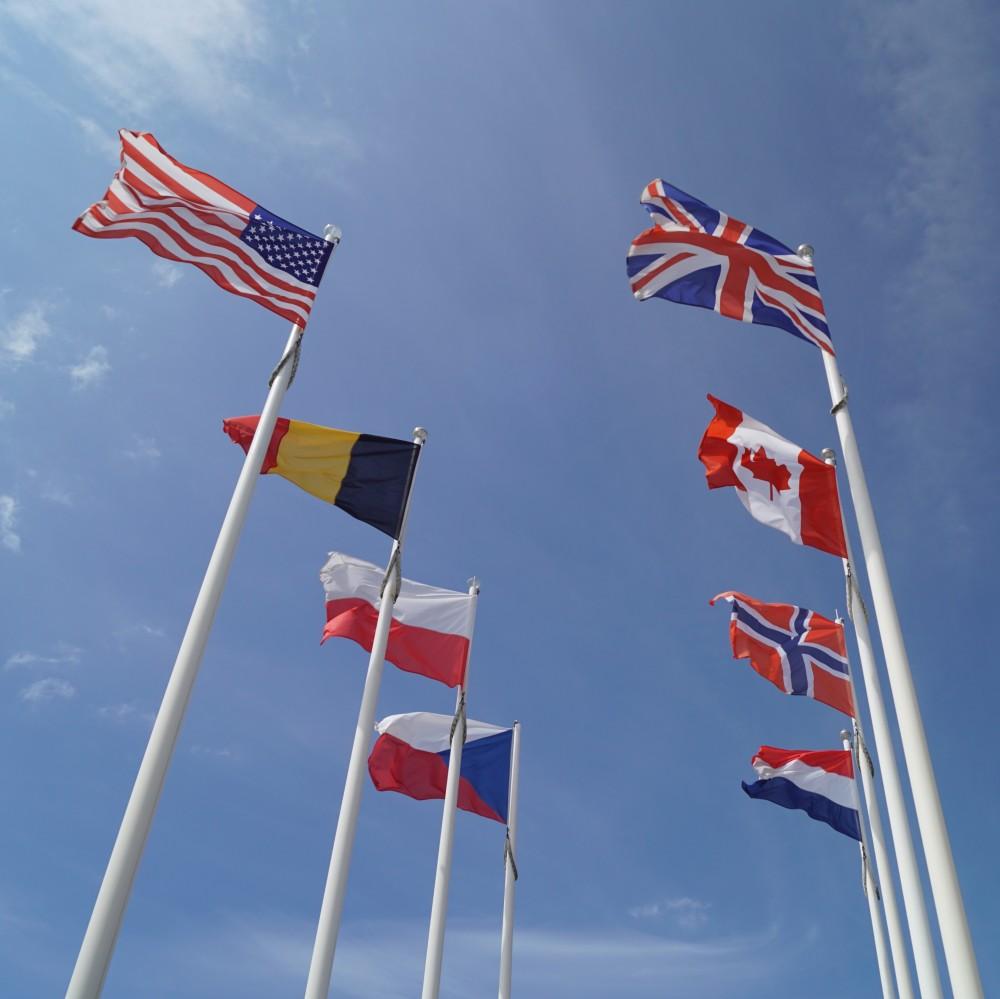 DSC00293 Flags - Arromanches, France